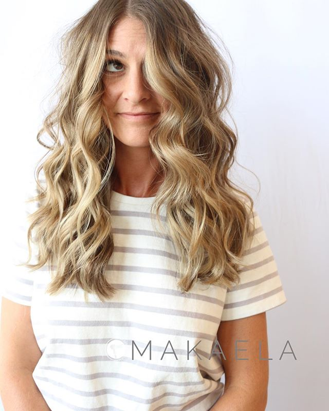 Balayaged looking so cute // color by @makaelatillman2 . Schedule your appointment online at theglossarysalon.com or call us at 913-725-8520!