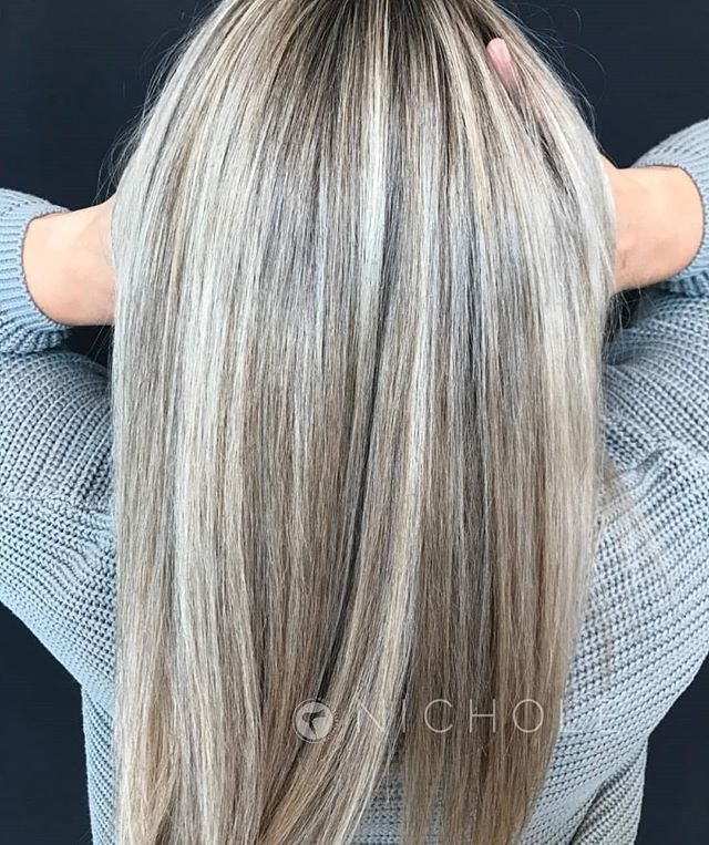 Ashy goodness by our beautiful stylist @nic.smi . Nichole is taking new color guests!! Book with her online at theglossarysalon.com